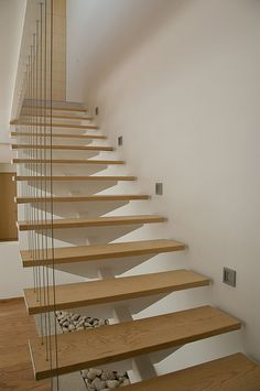 A modern staircase is perhaps one of the most versatile types of stair. Be inspired for your modern stairs by our gallery with modern staircases. Staircase Contemporary, Modern Stairs, Contemporary Interior, Interior Stairs, Home Interior Design, Interior Decorating, Interior Paint, Luxury Interior, Open Staircase