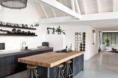 Bent u op zoek naar een keuken van staal en hout? Kijken dan eens op Sijmen.nl