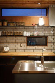 house-06: dwarfが手掛けたキッチンです。 House, Interior, Kitchen Plans, Home Decor, Kitchen, Scandinavian Design, Kitchen Dining, Cafe Bar Interior, Japanese Kitchen