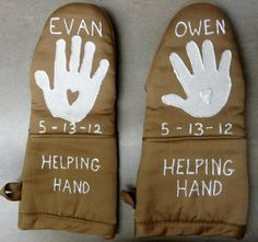 Oven Mitts made with printed helping hands