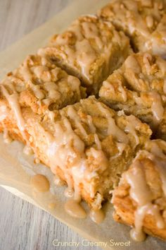 Caramel Apple Crumb Bars Recipe ~  Delicious brown sugar crust and topping and creamy apple filling.
