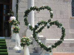 Idee per decorare la casa per un matrimonio Church Wedding Decorations, Bridal Decorations, Wedding Table, Wedding Ceremony, Wedding Day, Floral Wedding, Wedding Flowers, Altar Flowers, Deco Floral