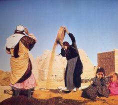 Village women of Harran (south of Urfa). Persian People, Religion, The Kurds, Persian Culture, Inca, Islamic World, Kurdistan, Istanbul Turkey, North Africa