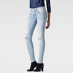 El vaquero Lynn es una actualización del clásico 5 bolsillos, diseñado con un canesú redondeado y perneras curvadas para realzar la silueta femenina.