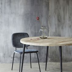 Rundt spisebord i lys mango og metalben House Doctor, Design Tisch, Centre Pieces, Round Dining Table, Glass Table, Timeless Design, Norman, Dining Room, Wood