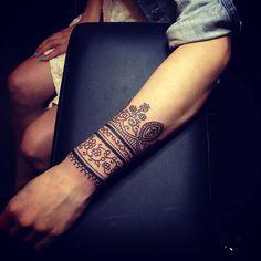 #tattoofriday - Tatuagens Mehndi de Matthew Chahal, Inglaterra.