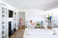 A clear vision turned a waterside home into an elegant Hamptons-style family abode – learn how this interior designer worked her magic. Hamptons Decor, Hamptons House, The Hamptons, Hamptons Kitchen, Cottage Living Rooms, Home Living Room, Living Spaces, Contemporary Classic, Contemporary Design