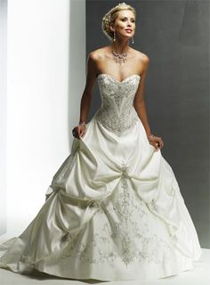 Gorgeous Sweetheart Ball Gown Chapel Train bridal gowns - more → http://fashiononlinepictures.blogspot.com/2012/10/gorgeous-sweetheart-ball-gown-chapel.html