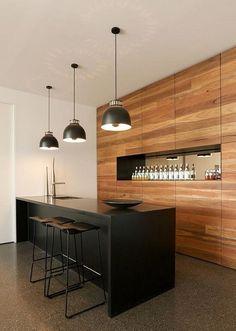 Cocina de madera natural combinada con el color negro #cocina #inspiración #tendencias