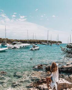 """Iris 🌸 Travel & Lifestyle on Instagram: """"Zu schön um Hvar zu sein 😍❤️ Ich bin echt verliebt in Hvar. So eine wunderschöne Insel und irgendwie ganz anders als die anderen Orte am…"""" New York Skyline, Instagram, Travel, In Love, Island, Places, Nice Asses, Viajes, Destinations"""