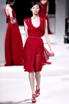 Elie Saab Haute Couture Spring 2011: lovely red!! #red #gown #dress #fashion #dream