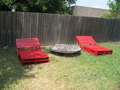 ++ Tutorial for these loungers here #Do-It-YourselfIdeas, #RecycledPallets