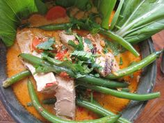 This hearty, spicy coconut soup is real favorite, some say it's the best soup in the world! Feel free to change out the vegetables and tofu to your liking. Healthy Canned Soups, Laksa Recipe, Curry Laksa, Coconut Soup, Meal Planner, Winter Food, Food Photo, Tofu, Green Beans