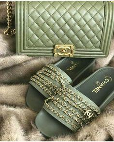 Chanel, ensemble sac et tangs kaki, Chanel Fashion, Fashion Bags, Fashion Shoes, Chanel Handbags, Purses And Handbags, Handbags Michael Kors, Chanel Shoes, Chanel Boy Bag, Coco Chanel