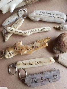 Make cool keychains out of driftwood Driftwood Keyrings - Personali . - Make cool keychains out of driftwood Driftwood Keyrings – Personalized Driftwood Projects, Driftwood Jewelry, Driftwood Art, Driftwood Beach, Driftwood Ideas, Painted Driftwood, Wood Burning Crafts, Wood Burning Art, Beach Crafts
