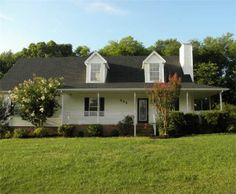 632 Watkins Dr, Columbia, TN 38401. 3 bed, 2 bath, $135,000. LOTS of house for th...