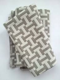 Grey & White quilt - simple pattern - this would look great in blue and white or pink and white for baby quilts.This is a rug, but inspiration for a 2 colour rail fence quiltA two color quilt that is sophisticated and not a bit boring! Strip Quilts, Easy Quilts, Quilt Blocks, Patchwork Quilt, Jellyroll Quilts, Scraps Quilt, Quilting Projects, Quilting Designs, Quilt Design