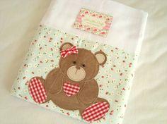 Fralda de Ombro - Ursa é confeccionada em fralda de ótima qualidade, dupla, barrado em tricoline (100% algodão) e com aplicação do tema.  Ideal para proteger a pele delicada do seu bebê na hora da amamentação.