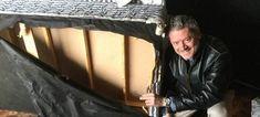 Ο Ελληνας πιλότος που ξεγέλασε τους Ταλιμπάν δείχνει το στρώμα όπου κρύφτηκε και το διαλυμένο δωμάτιό του [εικόνες]