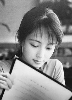 ZARD, 坂井泉水 SAKAI IZUMI Rare Pictures, Pop Singers, Beautiful Person, Japanese, Izumi, Beauty, Photo Ideas, Asian, Artists