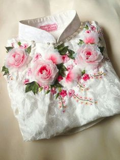 This is so magnificent looking and is worthy of your time if you have the skills necessary to accomplish this. Diy Bead Embroidery, Embroidery On Clothes, Silk Ribbon Embroidery, Embroidery Fashion, Hand Embroidery Designs, Embroidery Patterns, Cloth Flowers, Fabric Flowers, Clothing Patterns