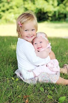 Sisters, two years, two months, poses, girls, toddler, baby, photography, pictures, smiles, Eta Fe Photography