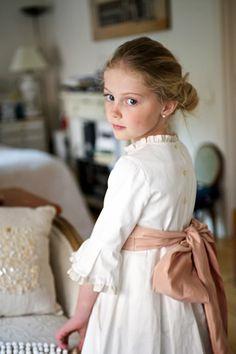 flower girl the big bow. Little Girl Fashion, Little Girl Dresses, Little Girls, Kids Fashion, Flower Girl Dresses, Flower Girls, Precious Children, Beautiful Children, Communion Dresses
