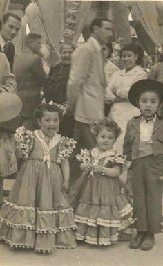 "Feria de Jerez de la Frontera (Cádiz), año 1954"". Vintage Cards, Vintage Photos, Flamenco Dancers, Vintage Gypsy, Gypsy Style, Dance Costumes, Traditional Outfits, Kids Fashion, Flower Girl Dresses"