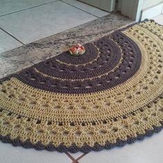 Tapete meia lua Candy Collors no Crochet Mat, Crochet Rug Patterns, Crochet Carpet, Crochet Home, Love Crochet, Crochet Designs, Crochet Crafts, Crochet Doilies, Crochet Projects