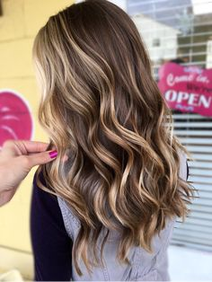 Balayage Blonde Ends - 20 Fabulous Brown Hair with Blonde Highlights Looks to Love - The Trending Hairstyle Brown Hair With Blonde Highlights, Brown Hair Balayage, Brown Ombre Hair, Light Brown Hair, Ombre Hair Color, Hair Color Balayage, Brown Hair Colors, Haircolor, Ombre Highlights