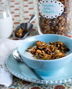 Lose 15 pounds in 30 days with these recipes and weight loss plan! SKINNY Pumpkin Spice Granola