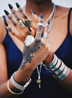 were I to get a tattoo, I'd love a henna design like this...