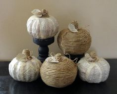 DIY Halloween: DIY book page and twine pumpkins: DIY Halloween Decor