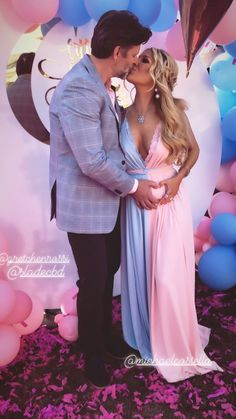 Gretchen Rossi and Slade Smiley Find Out the Sex of Their Baby During Extravagant Reveal Gender Reveal Outfit, Gender Reveal Party Games, Gender Reveal Photos, Pregnancy Gender Reveal, Gender Reveal Party Decorations, Gender Party, Baby Shower Gender Reveal, Reveal Parties, Pregnancy Photos