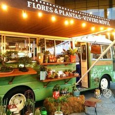 Botanicus: A restored bus that goes around the city selling decoration items and plants for homes and offices Flower Truck, My Flower, My Dream Home, Dream Job, Urban Farmer, Flower Studio, Farm Stand, Vans Shop, Trailer