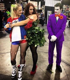 This was my absolute favorite picture of the day we were all so into our characters and if you read the comic book youll understand the pose.  #heroesandvilliansfanfest #herosandvillians #gotham #heroescon #heroesandvillianscon #comiccon #comicbook #poisionivy #poisonivycosplay #poisonivycostume #poisonivymakeup #harleyquinn #harleyquinncosplay #mrj #puddin #joker #jokermakeup #jokercosplay