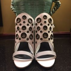 JustFab NWT heel size 8 NWT shoe has a 5 in heel and front shield detail Size 8 tag attached JustFab Shoes Heels