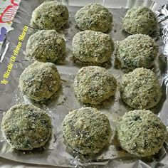 Polpette di spinaci e ricotta - Le Ricette d i Anna Maria - Best Picture For salata de vinete For Your Taste You are looking for something, and it is going t - No Salt Recipes, Light Recipes, Cooking Recipes, Healthy Recipes, Edamame, Spinach Recipes, Chicken Recipes, Ricotta Meatballs, Weird Food