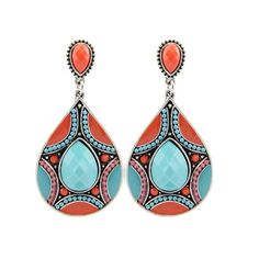 A Moroccan art-inspired treasure at the heart of a labyrinth of love. Shades of carnelian and crimson, turquoise and teal have been harmonized to find exceptional accord in geometry and color. The per