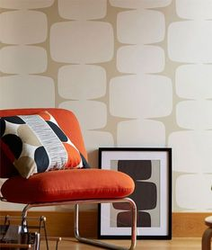 This pattern demands space, and yet it works even in the smallest of rooms. Add to it a vintage piece of furniture, and voilà: you've recreated the. Cream Wallpaper, Retro Wallpaper, Wallpaper Samples, Geometric Wallpaper, Home Wallpaper, Wallpaper Ideas, Retro Bedrooms, Grey And Beige, Kitchen Upgrades