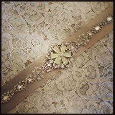 きらきらビジューのサッシュベルトが素敵*宝石をウエストに巻いて輝く花嫁に♡ | marry[マリー]