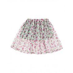 Falda de tablas con volante doble, con fantasía all over de florecitas. Elástico en la cintura y forro. Ideal para un look romántico.