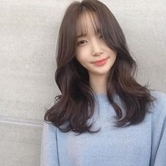Medium Length Hairstyles 2020 the Prettiest Shoulder Length Hairstyles to Try Out In 2020 Of 99 Awesome Medium Length Hairstyles 2020 Medium Length Hair With Layers, Medium Hair Cuts, Medium Hair Styles, Curly Hair Styles, Chin Length Hair, Shoulder Length Hair, Haircut For Thick Hair, Short Hair With Bangs, Ulzzang Hair