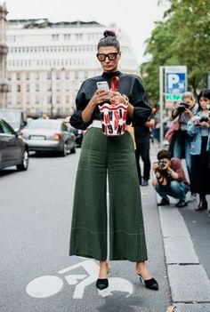 Editorial Eclectic Style Essential #2: Wide Leg Pants Editorial Eclectic Style Essential #3: Statement Sleeves | NYC Street Style, fashion girls, street style trends, gucci dionysus, oversized trench coat, maximal style, gucci loafers, spring 2017 outfits