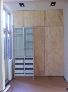 ideas for bedroom closet storage shelving wardrobes Alcove Storage, Bedroom Closet Storage, Bedroom Wardrobe, Storage Shelves, Shelving, Bedroom Cupboards, Bedroom Green, Home Decor Bedroom, Home Interior Design