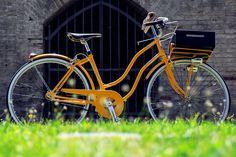 """""""Nicoletta"""" è il nome di questa italo-americana affascinante, realizzata dallo studio di design di Matteo Nuzzi: telaio vintage, linee retrò, finiture eleganti,  materiali vivi e… il piacere di pedalare l'estate! Scopri tutti i componenti utilizzati su http://www.brn.it/biciclette-brn/nicoletta/"""