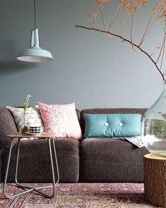 Een stoere lichtblauwe industriële hanglamp. Kenmerkend aan deze hanglamp is de mat blauwe kleur wat de industriële stijl net even benadrukt. Industrieel en toch modern!