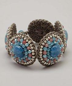 Misturadas a metais e pedrarias, dão um tom personalizado as bijux.                                                           As autori...