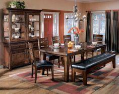 Table de salle à manger - 175,00$  Légèrement endommagé Collection Larchmont /D442-45 | LOT000612/ Dining Room Table - 175,00$  Slightly damaged Larchmont Collection