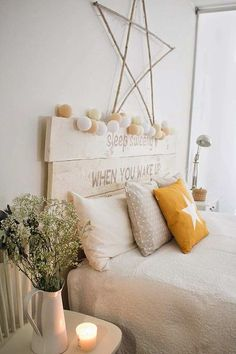 Windsor chair as a side table in the bedroom Home Bedroom, Bedroom Decor, Bedrooms, Boho Deco, Diy Bed, New Room, Home Decor Inspiration, Interior Design Living Room, Decoration